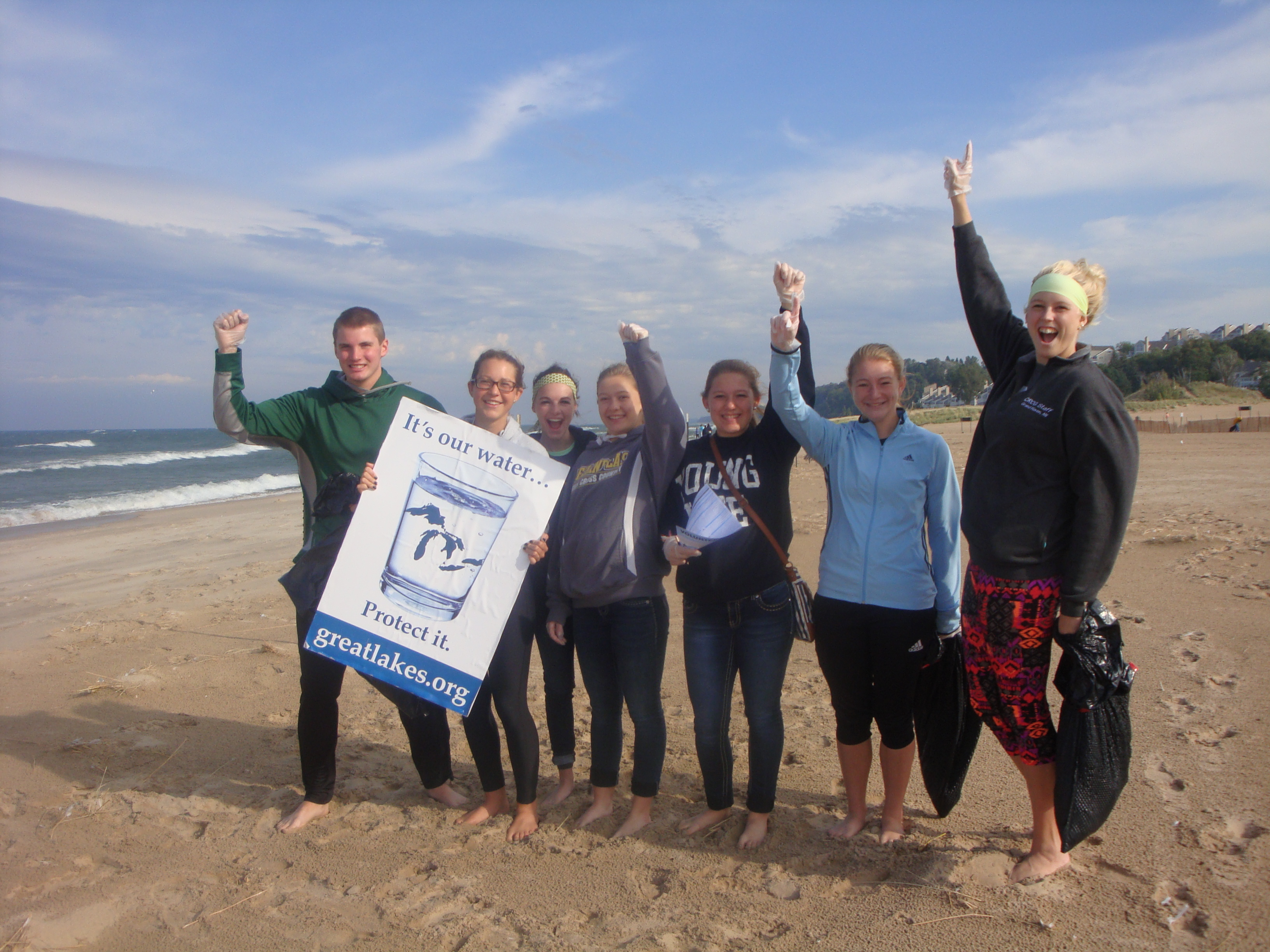 The Holland State Park cleanup was led by Michigan Awesome. Credit: Jamie Cross, Alliance for the Great Lakes.