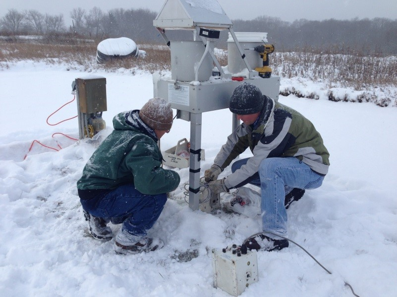 The IJC recommends monitoring stations such as this wet deposition sampler at the Kellogg Biological Station in Michigan to track atmospheric deposition of mercury. Credit: Lake Michigan Air Directors Consortium, 2013