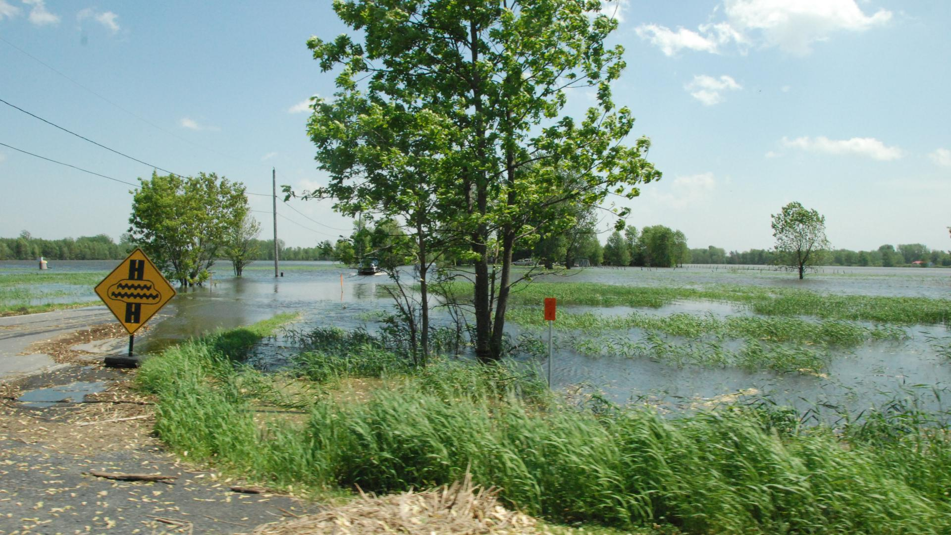Image of flooded road on Richelieu River
